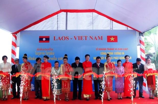 Ponen en operacion en Laos imprenta obsequiada por Vietnam hinh anh 1