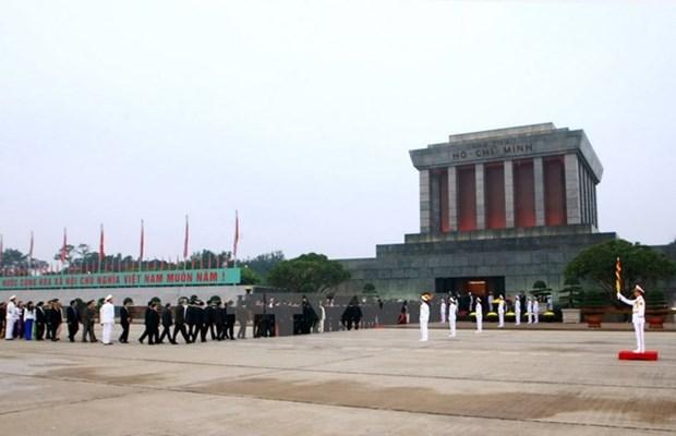 Diplomaticos de America Latina y Oriente Medio rinden homenaje al Presidente Ho Chi Minh hinh anh 1