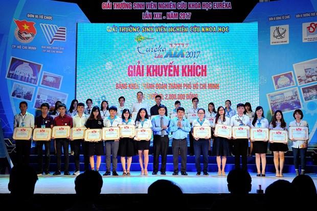 Otorgan premios a estudiantes vietnamitas por sus destacados estudios cientificos hinh anh 1