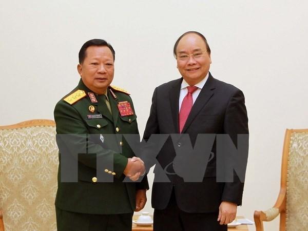 Premier vietnamita recibe a ministro de Defensa de Laos hinh anh 1