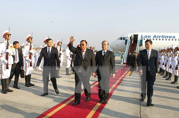 Inicia maximo dirigente partidista y presidente de Laos visita amistosa oficial a Vietnam hinh anh 1