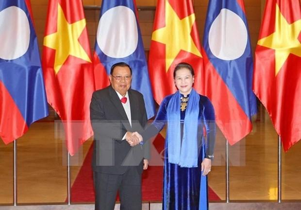 Presidenta del Parlamento vietnamita se entrevista con maximo dirigente de Laos hinh anh 1