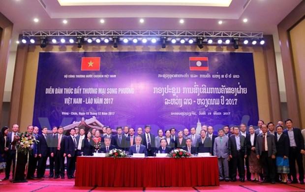 Foro en Vientiane busca impulsar comercio entre Vietnam y Laos hinh anh 1