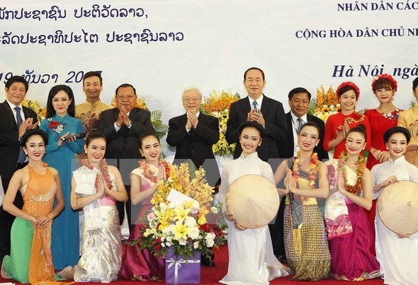 Maximo dirigente partidista vietnamita destaca relacion amistosa tradicional con Laos hinh anh 1