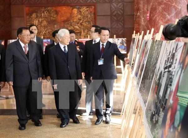 Abren sus puertas exhibicion fotografica sobre relaciones Vietnam-Laos hinh anh 1