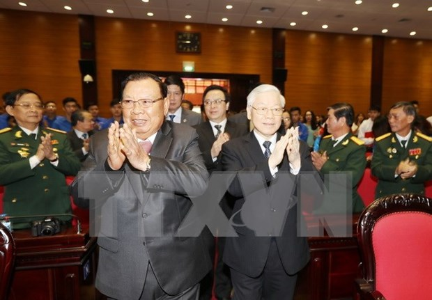 Maximo dirigente partidista de Laos se reune con excombatientes internacionalistas vietnamitas hinh anh 1