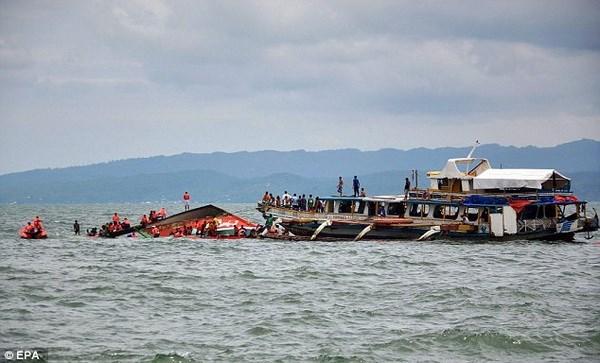Naufraga en la costa de Filipinas un ferry con 251 personas a bordo hinh anh 1