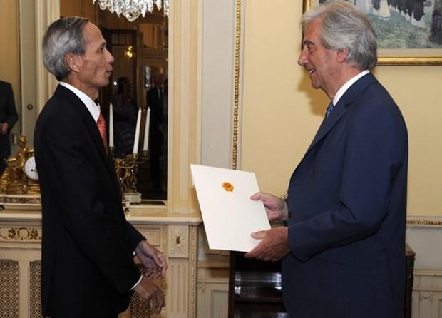 Reitera premier uruguayo disposicion de impulsar lazos Montevideo- Hanoi hinh anh 1