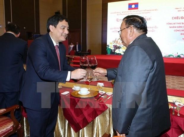 Maximo dirigente de Laos visita provincia vietnamita de Nghe An hinh anh 1
