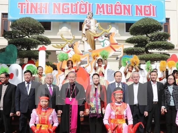 Presidenta de Parlamento felicita a catolicos en Thanh Hoa por Navidad hinh anh 1