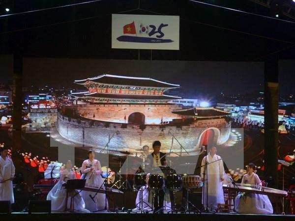 Vietnam y Sudcorea intercambian mensajes de felicitacion por aniversario de sus nexos hinh anh 1