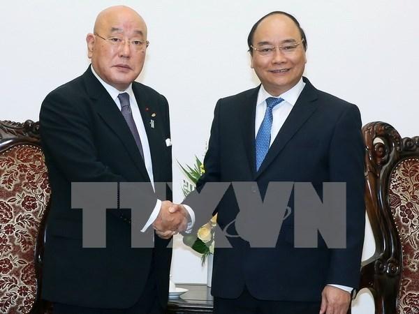 Primer ministro de Vietnam recibe a asesor de Shinzo Abe hinh anh 1