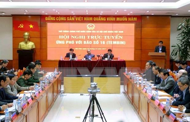 Premier de Vietnam dirige labores de enfrentamiento a llegada de tifon Tembin hinh anh 1