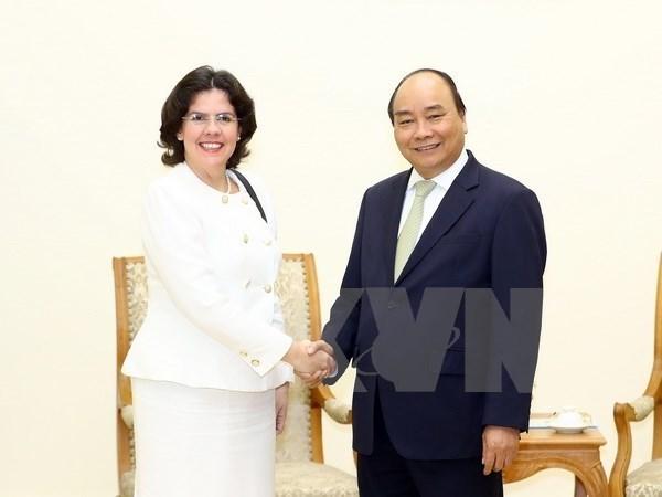 Dirigentes de Vietnam reciben a embajadora de Cuba hinh anh 1