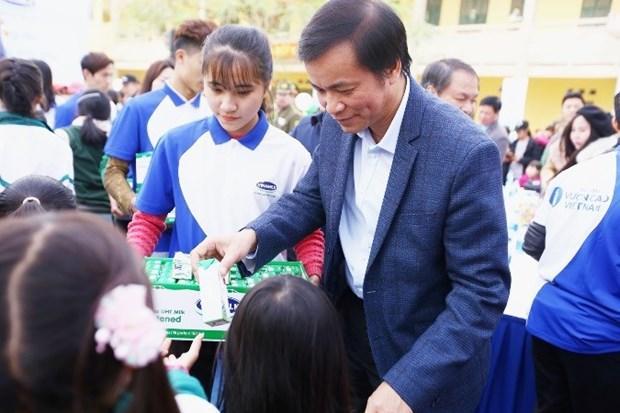 Entregan en Vietnam becas a alumnos de pocos recursos hinh anh 1