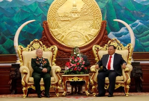 Maximo dirigente politico de Laos resalta contribuciones de combatientes voluntarios vietnamitas hinh anh 1