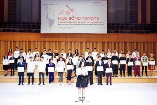 Toyota Vietnam entrega becas a talentos musicos vietnamitas hinh anh 1
