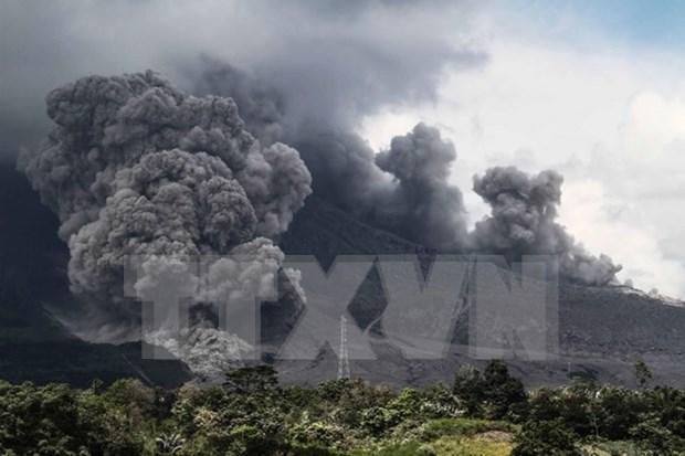 Volcan Sinabung de Indonesia vuelve a entrar en erupcion hinh anh 1