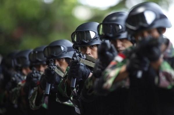 Indonesia refuerza sus fuerzas de seguridad para enfrentar amenazas de EI hinh anh 1