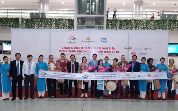 Ciudad Ho Chi Minh recibe a primeros viajeros foraneos en 2018 hinh anh 1