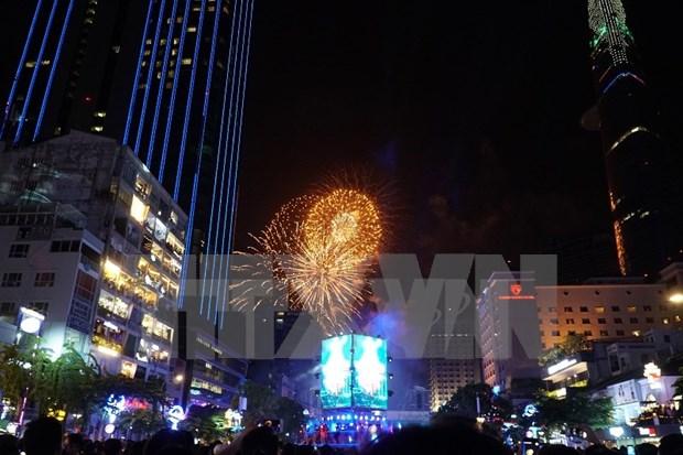 Vietnam saluda el Ano Nuevo con nutridas actividades de recreacion hinh anh 1