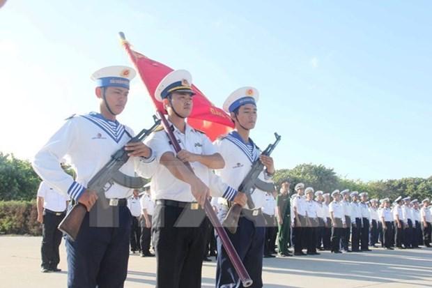 Celebran ceremonia de saludo a bandera en punto extremo oriental de Vietnam hinh anh 1