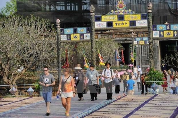 Aumentada llegada de turistas a conjunto de reliquias de Hue hinh anh 1