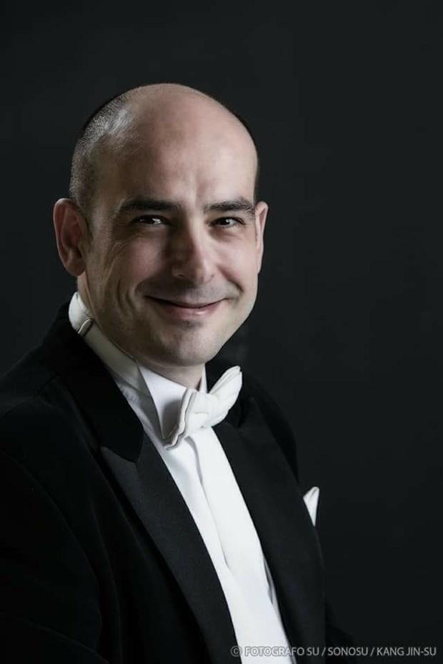 Conductor espanol dirigira concierto del ano nuevo en Vietnam hinh anh 1