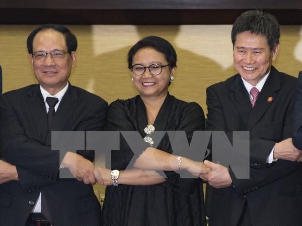 Exsecretario general de ASEAN exhorta a una mejor cooperacion regional hinh anh 1