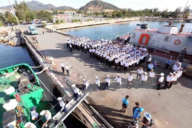 Regalos del Tet llegan a islas vietnamitas de Truong Sa hinh anh 1