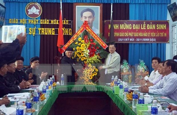 Felicitan a secta budista Hoa Hao por aniversario 98 del natalicio del fundador hinh anh 1