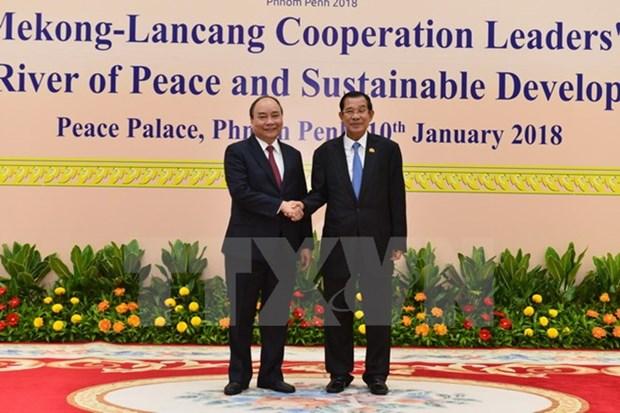 Premier de Vietnam llegar a Camboya para asistir a Cumbre de Cooperacion Mekong-Lancang hinh anh 1