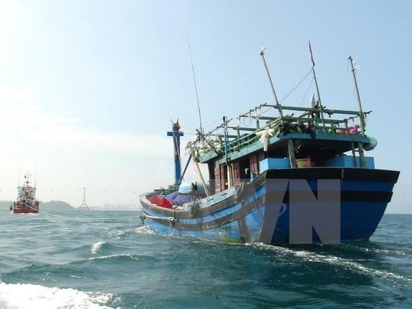 Rescatan a 10 marineros accidentados en el mar vietnamita hinh anh 1