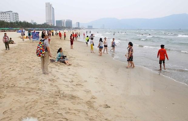 Da Nang recibe mas de seis millones de excursionistas en 2017 hinh anh 1