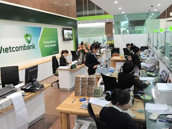 Vietcombank por controlar en 2018 el indice de deudas malas por debajo de 1 por ciento hinh anh 1