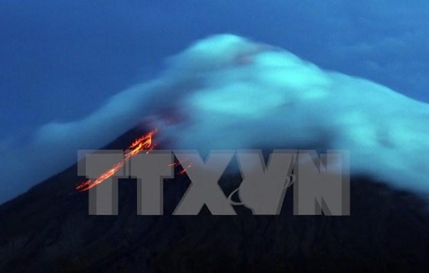 Filipinas eleva el nivel de alerta por actividad de volcan en Albay hinh anh 1