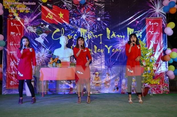 Estudiantes vietnamitas en Camboya se reunen con motivo del Tet hinh anh 1