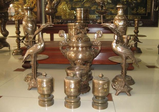 Aldea vietnamita de Dai Bai se esfuerza por preservar el oficio de fundicion de bronce hinh anh 1