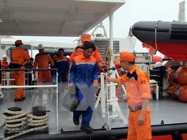 Repatrian dos marineros vietnamitas rescatados tras hundimiento de su pesquero hinh anh 1