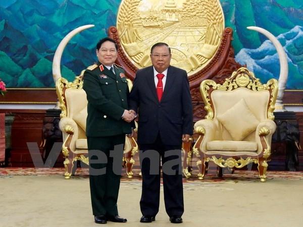 Fortalecen nexos Vietnam-Laos en defensa hinh anh 1
