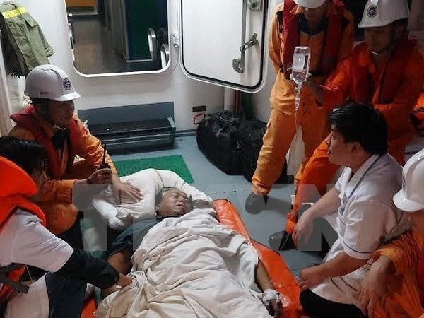 Vietnam salva a marinero filipino accidentado en el mar hinh anh 1
