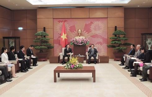 Subjefe del Parlamento de Vietnam recibe a delegacion juvenil de PDL de Japon hinh anh 1