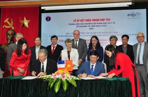 Vietnam y Francia agilizan colaboracion en lucha contra VIH/AIDS hinh anh 1