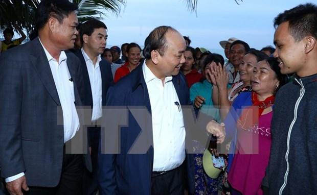 Premier de Vietnam entrega donaciones a pobladores afectados por desastres hinh anh 1