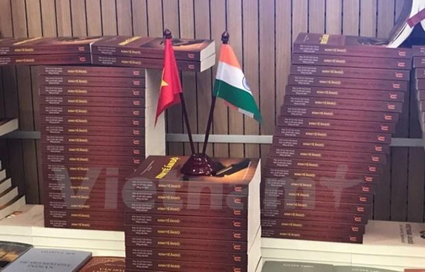 Presentan en Hanoi libros sobre relacion Vietnam-India hinh anh 1