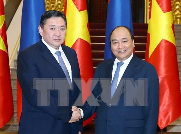 Premier Xuan Phuc exhorta a aumentar intercambio comercial Vietnam-Mongolia hinh anh 1