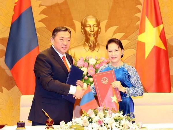 Presidente del Parlamento de Mongolia concluyo visita a Vietnam hinh anh 1