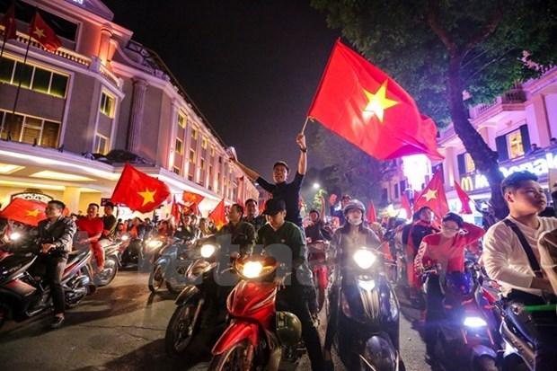 Millones de vietnamitas explotan de alegria tras dramatica victoria de equipo nacional de futbol hinh anh 1