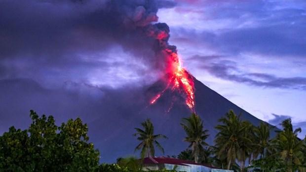 Filipinas: Evacuan a miles de personas por erupcion del volcan Mayon hinh anh 1