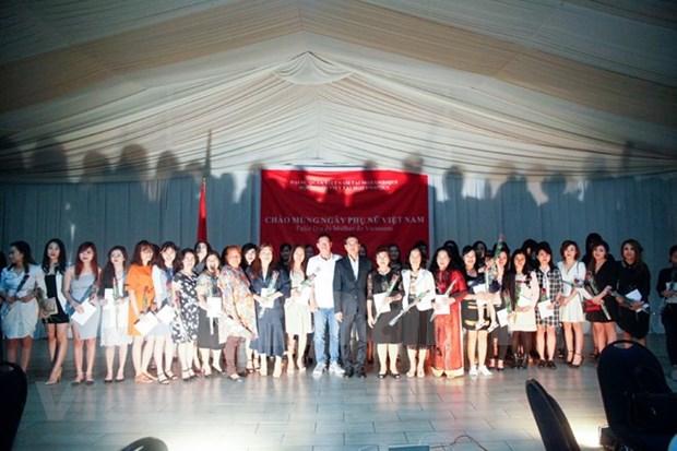 Vietnamitas en el exterior se reunen en ocasion del Ano Nuevo hinh anh 1
